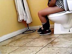 girl with gassy diarrhea