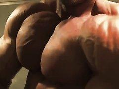 SENIOR MUSCLE HUNK