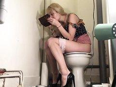 Blonde Girl Pooping - video 3