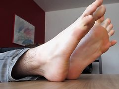 Young guy's gorgeous feet