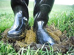 Rubber boots vs cowshit