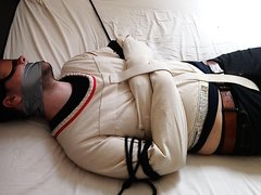 Straightjacket captive