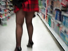 Following a sexy milf in the mall