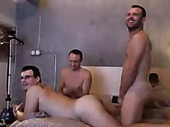 Threesome party on cam