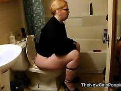 Woman pooping - video 12