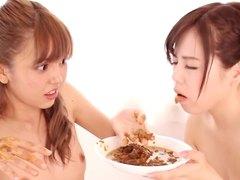 Japonesa forçando a comer a merda dela junto com ela