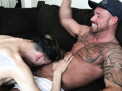 Two Muscle Daddies DESTROY a Skinny Twink - video 2