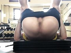 hunk shows his asshole while working out.