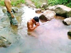 Desnudos en lago