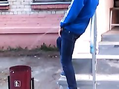 DRUNK CRAZY GUYS PISSING OUTSIDE