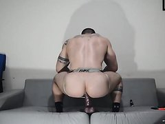 BODYBUILDER BIG HOT ASS DILDO