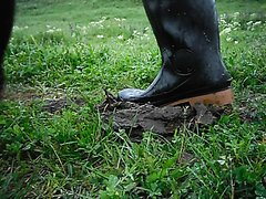 Rubber boots vs cowshit - video 5