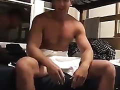 HOT STRAIGHT DUDE SHOWING DICK