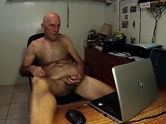 Bruce Wayne from Tequesta Florida masturbates naked for a webcam audience