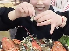 Vorex Pretty Girl is excited to show off Live crabs in very short video