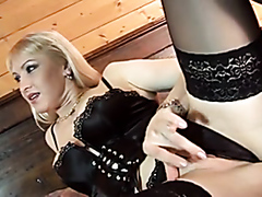 Blonde likes it in the ass