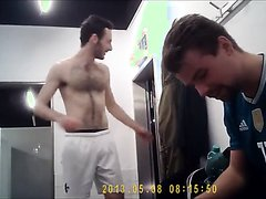 HOT GUYS IN THE LOCKERROOM