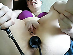 Amateur slut stretching her asshole