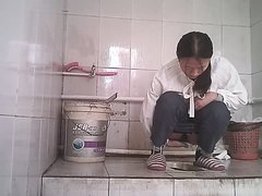 Chinese girls urinate in toilets - video 2