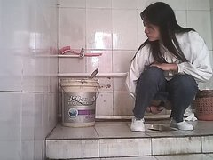 Chinese girls urinate in toilets - video 3